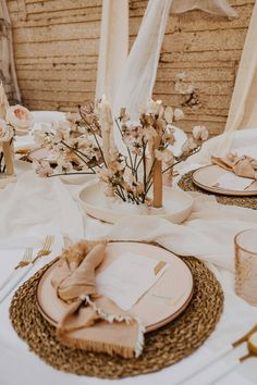Katie Berg Photography // Mae and Co Creative Elope Wedding, Boho Wedding, Wedding Table, Floral Wedding, Wedding Reception, Event Planning, Wedding Planning, Wedding Ideas, Whimsical Wedding