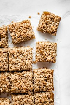 Vegan apple pie bars rich and cinnamony for orders direct massage Apple Crumble Pie, Apple Pie Bars, Crumble Topping, Healthy Apple Desserts, Apple Recipes, Sweet Recipes, Granola, Apple Cider Donuts, Homemade Applesauce
