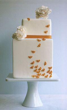 Torta de boda asimétrica con abejas