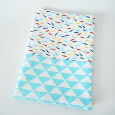 Protège carnet de santé - tissu imprimé poissons et triangles
