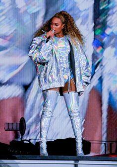 Beyoncé OTR II Principality Stadium Cardiff Wales 6th June 2018 Kimono Top, Ruffle Blouse, Jackets, Fashion, Duster Coat, Moda, Jacket, Fasion, Cropped Jackets