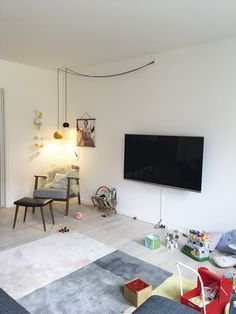 Bolig Magasinets stylist tryller legetøjskaos til rummelig s Farrow Ball, Sofa Living, Living Room, Ferm Living Kids, Ikea, Hanging Canvas, Design Blog, Feng Shui, Cool Pictures
