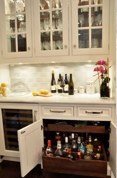 I love the crystal.. Is simply timeless.. Combined with the elegance of a Hampton / provincial style home bar... Just beautiful