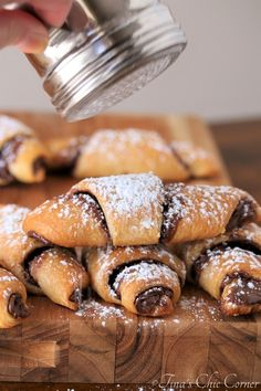 One of my sisters always asks me for easy recipes. Nutella Snacks, Nutella Pizza, Nutella Bread, Nutella Recipes, Nutella Cupcakes, Nutella Crescent Rolls, Nutella Rolls, Crossant Recipes, Sweets
