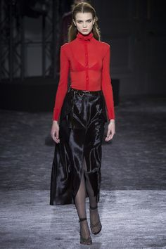See the complete Nina Ricci Fall 2016 Ready-to-Wear collection.