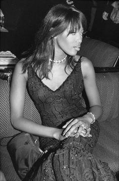 Pin for Later: Retour Sur les Meilleures Photos du Festival de Cannes Depuis Sa Création  Naomi Campbell en 1995.