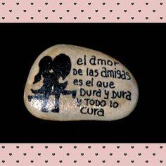 #amigas #amistad #piedrasparasonreir #piedraspintadasamano #handmade #Stone #stonepaintingart #paintingstones #stonepainting #friendship #friends #globalrockspainting #amigoinvisible