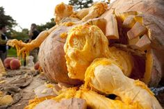 Ray Villafane, one of the world's most famous pumpkin carvers, has carved a tribute to zombies from the world's largest pumpkin, for Halloween Zombie Pumpkins, Halloween Pumpkins, Halloween 2015, Halloween Stuff, Halloween Ideas, Giant Pumpkin, Pumpkin Art, Ray Villafane, Awesome Pumpkin Carvings