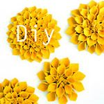 beautiful felt flowers! with SUPER EASY picture instructions! all you need is felt, scissors, and a glue gun.