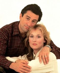 FALLING IN LOVE - Married to a doctor, housewife (Meryl Streep) has an affair with architect (Robert DeNiro) - Directed by Ulu Grosbard - Paramount - Publicity Still. Meryl Streep, Barack Obama, Hunter Movie, Cinema, Old Movie Stars, Best Actress, Hollywood Stars, American Actress, Falling In Love
