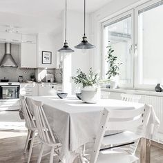 Värmlandsgatan 28, a modern designed apartment of 93 square meters with this sunny kitchen. Come to visit it on the 21th of April. #alvhem #alvhemmäkleri #linné