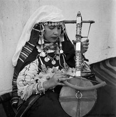 Tiznit , Anti Atlas, Morocco Amazigh Musician. 1930s in the South of Morocco, wearing two Berber fibulas. Jean Besancenot.