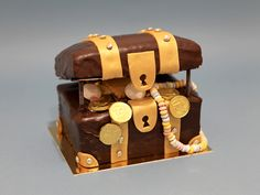 Coffre au trésor. Gâteau d'anniversaire à commander sur notre site web.
