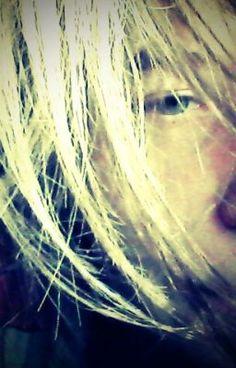 #wattpad #poezie she,s singing with her eyes