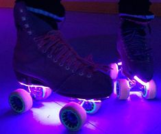 Add a bit of jazz to your roller skates with these cool lights. These Roller Skates Lights will fit very discretely on any skate whilst providing an awesom Roller Skate Shoes, Quad Roller Skates, Roller Rink, Roller Disco, Light Up Roller Skates, Roller Skating Party, Skate Party, Skating Rink, Figure Skating