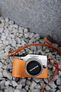 Hand genäht hellbraunem Leder-Kameratasche mit Strap - Olympus PEN E-PL2 / EP3 / EPL3(new)