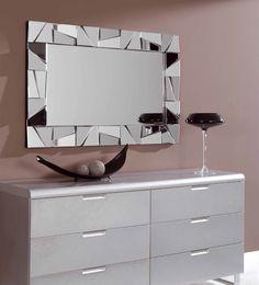 Espejo decorativo rectangular de cristal con marco formado de espejos biselados situados en diferentes planos. Preparado para colgar en posición horizontal o vertical.   120cm x 77cm x 3,5cm  http://www.ibergada.com/Espejos-Decorativos/Novedades_Espejos%20?product_id=3469