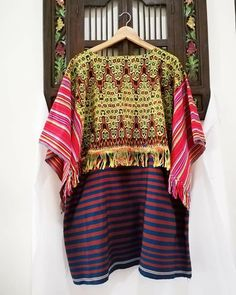 Batik Kebaya, Textiles, Ethnic Dress, Kaftans, Summer Clothing, Western Outfits, Daily Wear, Ikat, Tunics
