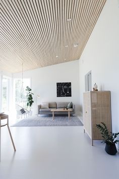 nice house interior dream homes Wood Slat Ceiling, Slat Wall, Wood Slats, Home Living Room, Living Spaces, Interior Decorating, Interior Design, Modern Interior, Midcentury Modern