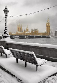 lucky moment! A blanket of #snow covers #london! #nyptv