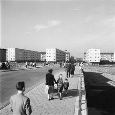 - MAI Nieuwbouw Slotermeer, voetgangers in Burgemeester Fockstraat 1954