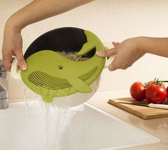 A clever pot strainer.