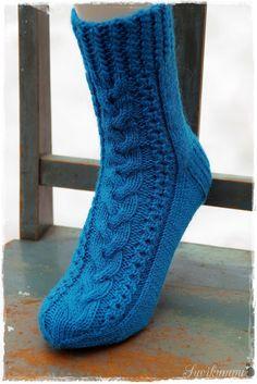 Suvikumpu: Villasukat Knitting, Crochet, Fashion, Crochet Hooks, Moda, Tricot, Fashion Styles, Stricken, Knitwear