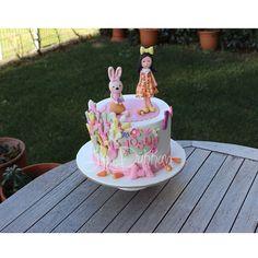 Yosun 1 yaş doğum gününü kutluyor Yosun is #celebrating her very first #birthday #1yaş #bunny #tavşan #1yearold #doğumgünü #happybirthday #birthdaycake #cakeart #fondantcake #şekerhamurlupasta #kişiyeözelpasta #butikpasta #fondantcake #edibleart #şekerhamuru #sugarcake #cakedesign #instacake #cakestagram #cakeoftheday #fondant #sugarcraft #decoratedcake #girlcake
