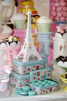 Festa com tema doce e delicado, a festa Patisserie é do Atelier Maria Formiga.