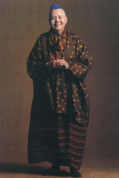 cinoh: The photograph shows Charlotte Perriand in stylized vernacular Japanese clothing, without the accoutrements of her designs, suggesting the power and authority of this Design Icon. Baba Yaga, Charlotte Perriand, Japanese Outfits, Japanese Clothing, Advanced Style, Ageless Beauty, Aging Gracefully, Issey Miyake, Portraits