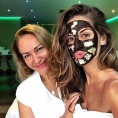 multi-masking Izabel Goulart