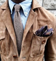 Blue OBDC with chocolate/cream zigzag striped wool tie. Combined with the suede jacket, a nice play on textures.