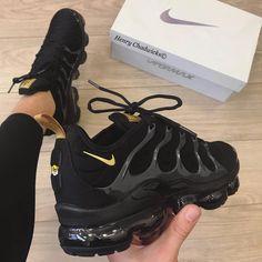 Shoes, Nike, Nike Air Vapormax - Laufschuhe - Shoes World All Black Nike Shoes, Gold Nike Shoes, All Black Nikes, Dr Shoes, Black Nike Sneakers, Nike Air Shoes, Hype Shoes, White Nikes, Men Sneakers