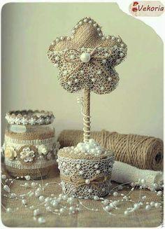 Centros con arpillera y perlas
