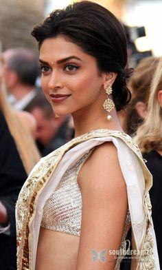 Bollywood Actress  Deepika Padukone -in-saree
