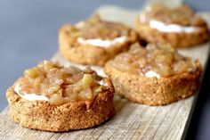 Filled oat cakes with apple - Beaufood - For those who enjoyed my oat tarts with mascarpone and blueberries last week (and there were a lot - Sweet Recipes, Cake Recipes, Snack Recipes, Healthy Sugar, Healthy Treats, Healthy Food, Pie Cake, No Bake Cake, Aesthetic Couple