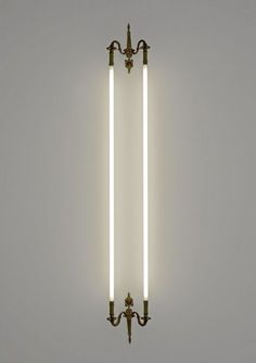 """Man nehme, klassische Wand-Kerzenhalter und paare diese mit Neon. Heraus kommt ein neues """"Lichtwerk"""" light"""