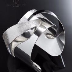 Brazalete Arquitectura. Plata .925. Las texturas y las curvas. #UnaVerdaderaJoya. #MauricioSerrano #Mexico #2015 #Fashion #Art #Plata #Jewelry Shop www.mauricioserrano.com