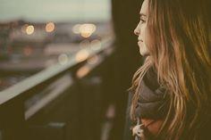 女性, プロファイル, 顔, 肖像画, 若いです, 魅力的です, 探している, 凝視, ブルネット, 長い髪