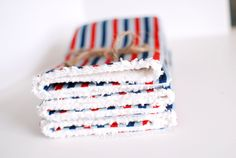 How to Sew Easy Burp Cloths TUTORIAL MAR 30 2012 13 COMMENTS Happy Friday, Friends! So its spring and you know what that means……lots and lot...
