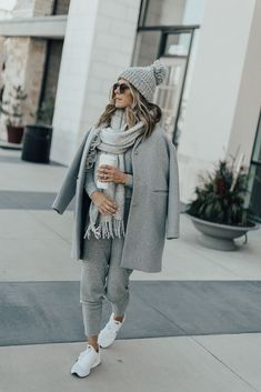 Cozy grey sweatsuit outfit. Casual winter outfit.