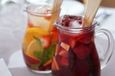 My favorite Spanish sangria recipe is a quick and easy thirst-quenching summer cocktail. My traditional Spanish sangria recipe is a must-try this summer! Spanish Sangria Recipe, Sangria Recipes, Cocktail Recipes, Cocktail Ideas, Sangria Cocktail, Red Sangria, Spanish Cuisine, Spanish Tapas, Spanish Dinner