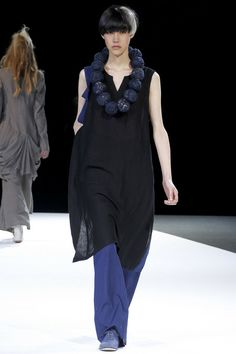 Yohji Yamamoto Spring 2013 Ready-to-Wear Collection Slideshow on Style.com