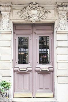 This front door is beautifully understated and elegant. A pale, pastel purple door with pink undertones works great with white trim to really show off its true color. Benjamin Moore Raspberry Ice 2072-70 Purple Front Doors, Front Door Paint Colors, Purple Door, Painted Front Doors, Paint Colours, Beautiful Interiors, Colorful Interiors, Dyi, Best Decor