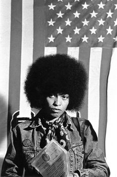 Angela Davis - Photo: Sam Smith how you should wear your scarves