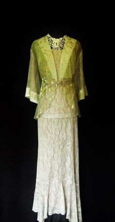 Green & Gold Lace Size 20 22 Ladies Designer Wedding Outfit Mother of the Bride Mother Of The Bride Suits, Mother Of Bride Outfits, Green Gold Weddings, Gown With Jacket, Wedding Skirt, Gold Lace, Two Piece Dress, Elegant Outfit, Designer Wedding Dresses