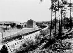 Länsi-Pasila/Keski-Pasila, Pasilan asema ja rautatieläisten talo Toralinna. Kuvattu etelään päin. Veturitie 3. Valok. Signe Brander 1911