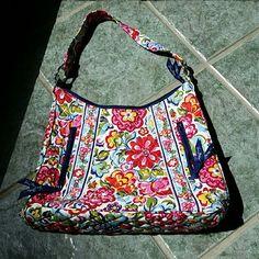 Vera Bradley Floral Purse Shoulder bag Used twice great purse Vera Bradley Bags Shoulder Bags