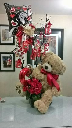 Family Valentines Dinner, Cute Valentines Day Ideas, Valentine Day Boxes, Valentines Day Greetings, Vintage Valentine Cards, Valentine Decorations, Valentine Crafts, Valentine's Day Gift Baskets, Candy Baskets