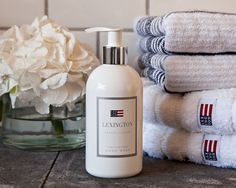 """Lexington Company is introducing an additional hand soap to the fragrance series """"Casual Luxury"""". It is a lovely creamy and foaming hand soap with pleasant aroma of Casual Luxury Woman – a scent that feels healthy, fresh, lively and clean. The hand soap is moisturizing and based on naturally occurring components with the best possible durability – both kind to your hands and the environment."""